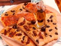 Pizza pečivo s olivami a sušenými rajčaty