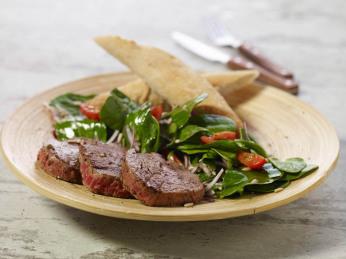 Grilované medailonky se salátem ze špenátu