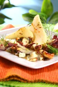 Salát s řapíkatým celerem a hruškou